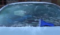 Hava sıcaklığının eksi 7 dereceye düştü! Araçların camları buz tuttu