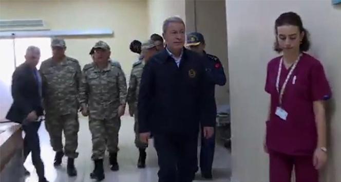 Milli Savunma Bakanı Akar ve TSK komuta kademesinden yaralı askerlere ziyaret