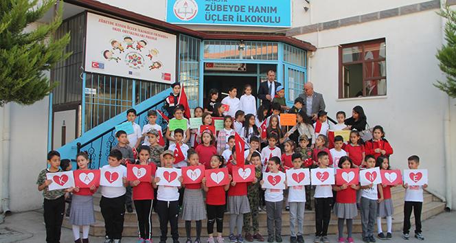 300 öğrenciden Mehmetçiğe destek programı