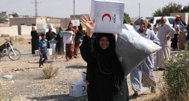 MSB: 'Türk Kızılayı, Mehmetçiğimizin desteğiyle Tel Abyadlı kardeşlerimize yardım malzemelerini dağıtmaya başladı'