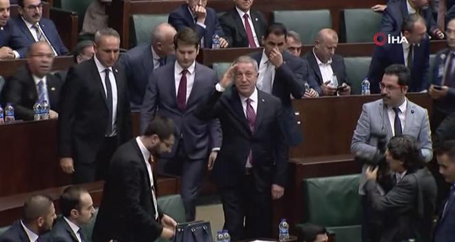 Bakan Akar'dan meclis grubuna asker selamı