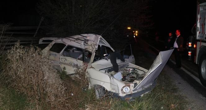 Bolu'da kamyonla çarpışan otomobildeki 3 kişi hayatını kaybetti