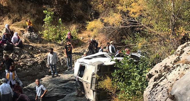 Kulp'ta yolcu minibüsü devrildi: 2 ölü, 2'si ağır 5 yaralı