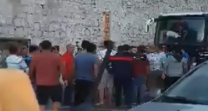 Hatayspor ve Adana Demirspor taraftarı arasında kavga çıktı