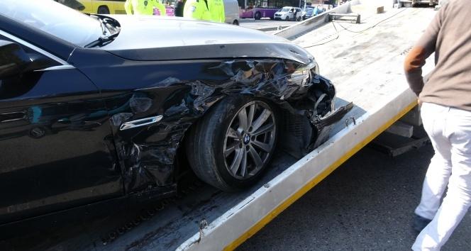 Üsküdar'da lüks araç kaza yaptı: 6 yaralı