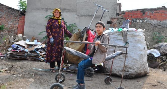 Felçli çocuk inşaat demirleriyle hayata tutundu