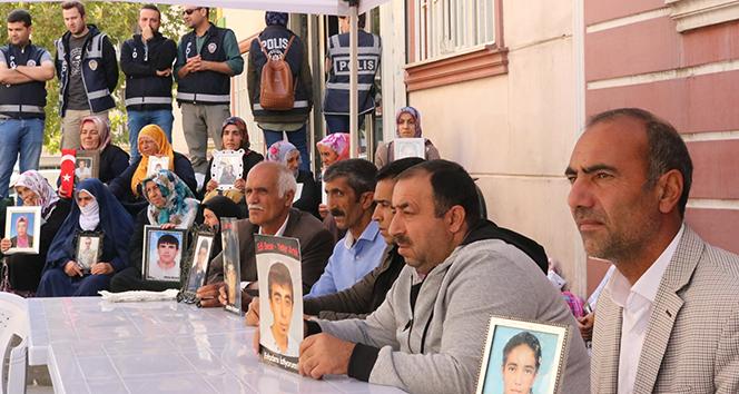 PKK, HDP önünde eylem yapan Ayşegül Biçer'i kızları üzerinden tehdit etti