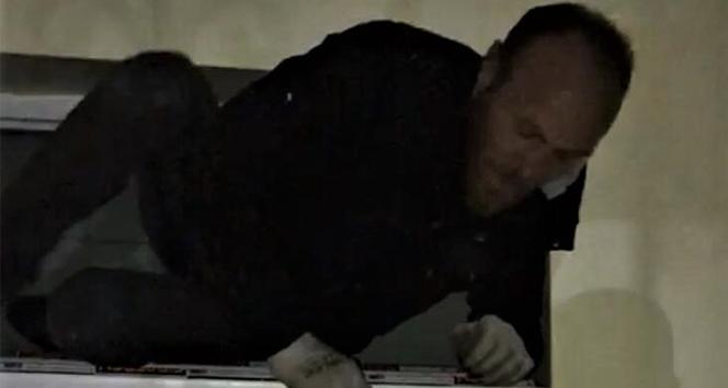 Evin musluklarını çalan şüpheli, havalandırma camında suçüstü yakalandı