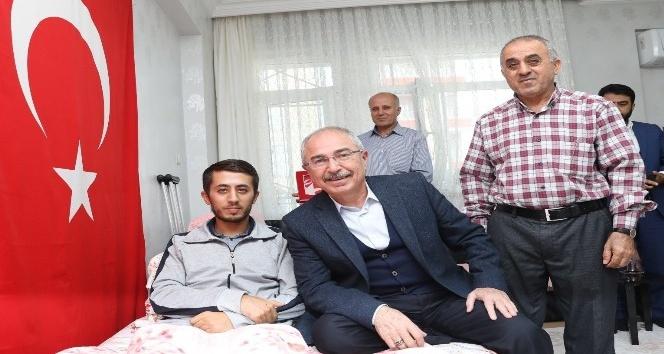 Vali Yaman, Barış Pınarı Harekatı gazisini ziyaret etti