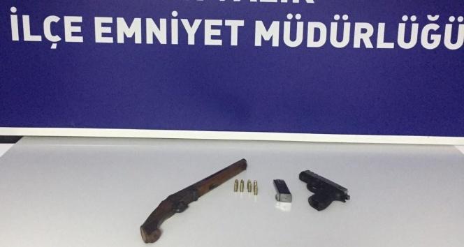 Balıkesir'de polis 13 aranan şahsı yakaladı