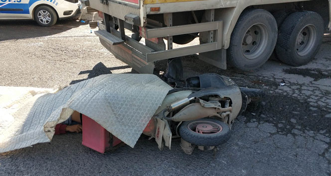 Ters yolda giden kamyon, motosikletli kuryenin ölümüne sebep oldu