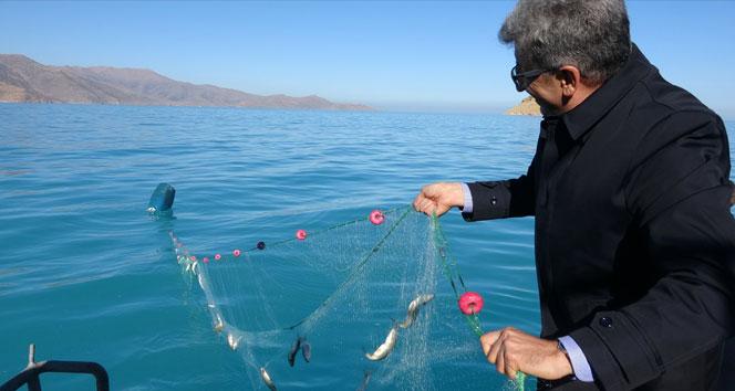 Vali Bilmez 'Vira bismillah' dedi, denizden ağ çekti, ağdan balık ayıkladı