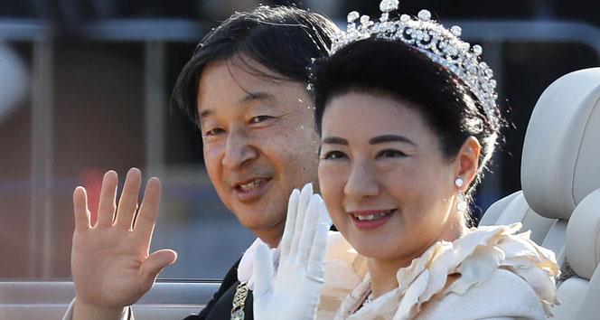 Japonya'nın yeni imparatoru halkın karşısına çıktı