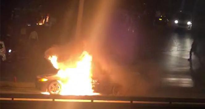 E-5'te lüks araç alev alev yandı