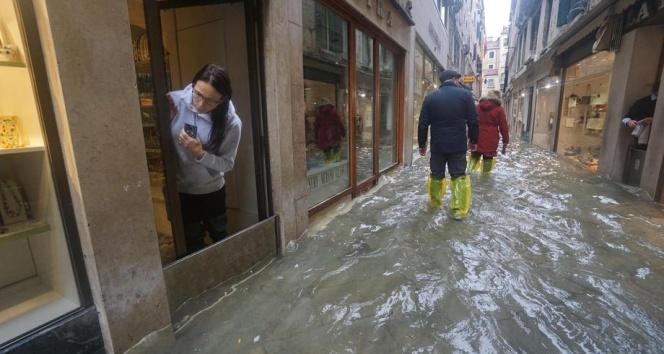 Şiddetli yağışlar Venedik'i vurdu: 2 ölü