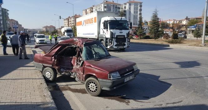 Tır otomobil ile çarpıştı: 1 ölü