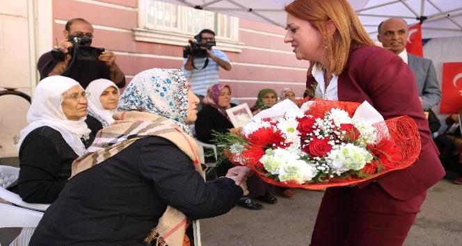 Kadın öğretmenlerden, HDP önünde evlat nöbeti tutan annelere destek