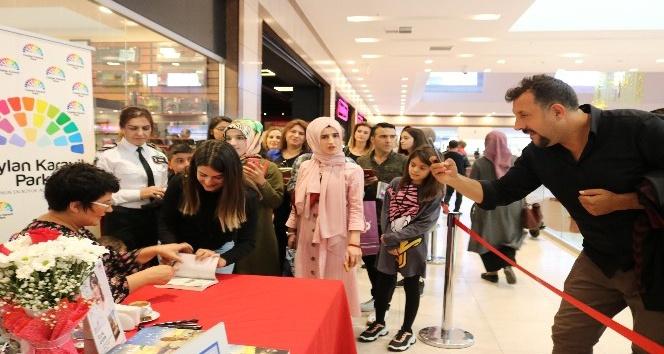 Ceylan Karavil Park AVM yazar İclal Aydın'ı kitap severle buluşturdu