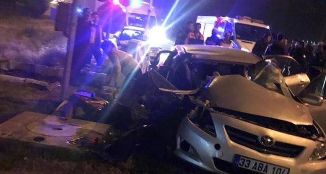 Tren otomobile çarptı:1 ölü, 2 yaralı
