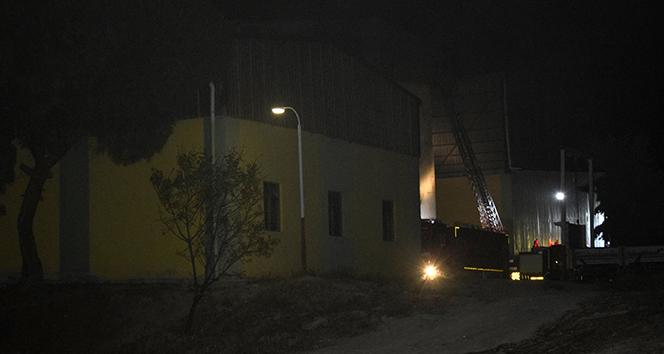 Burdur'da yem fabrikasında yangın korkuttu