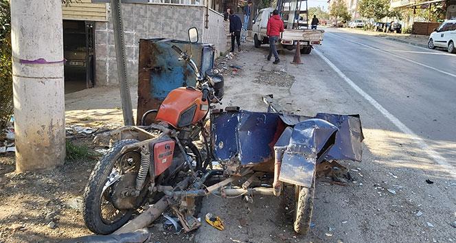 Önce dondurmacının motosikletine çarptı, sonra dükkana girdi