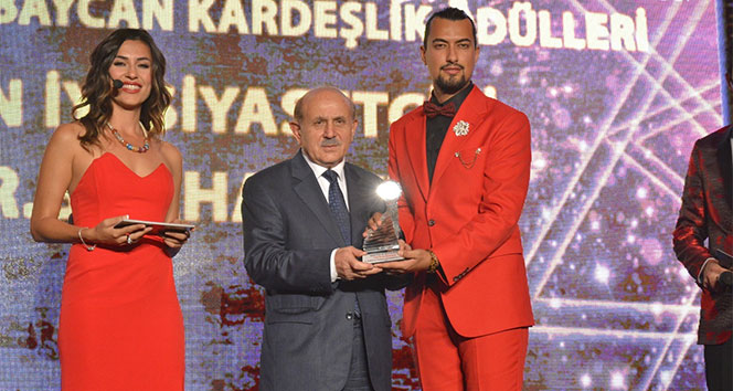 AK Parti Kurucu üyesi, İstanbul eski milletvekili Kuzu'ya 'yılın en iyi siyasetçisi' ödülü