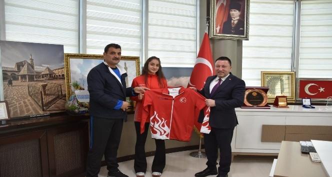 Başkan Beyoğlu şampiyonu ödüllendirdi