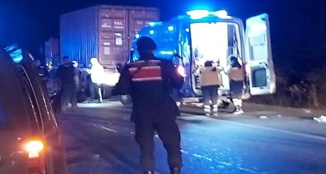 Eskişehir'de minibüs tıra arkadan çarptı: 5'i çocuk 8 yaralı
