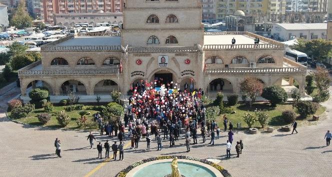 Dünya Çocuk Günü'nde yüzlerce balon uçuruldu