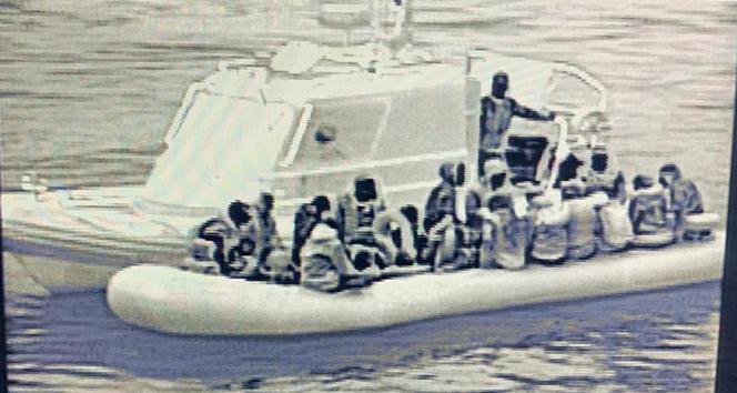Deniz Kuvvetleri tespit etti, Sahil Güvenlik yakaladı