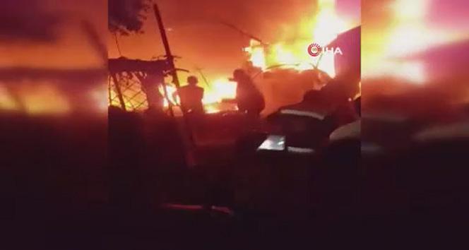 İdlib'te sivillerin bulunduğu kampa füze saldırısı: En az 10 ölü