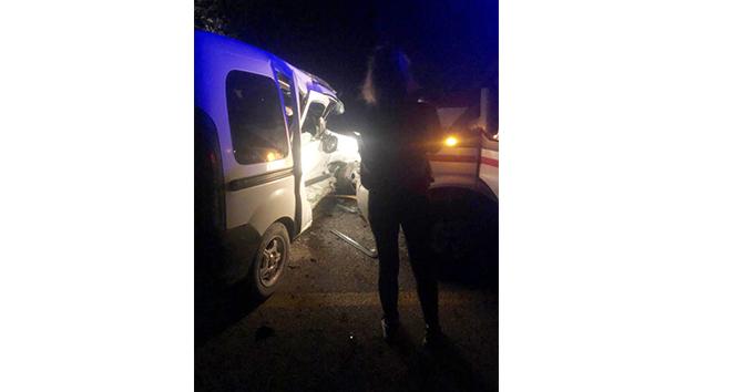 Ambulansla ticari araç çarpıştı: 5 yaralı