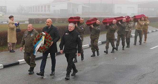 Ukrayna, 7 Kızıl Ordu askerinin naaşını Rusya'ya teslim etti