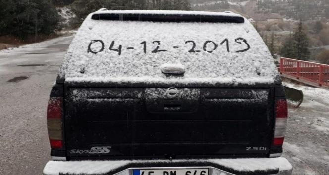 İzmir'e mevsimin ilk karı düştü