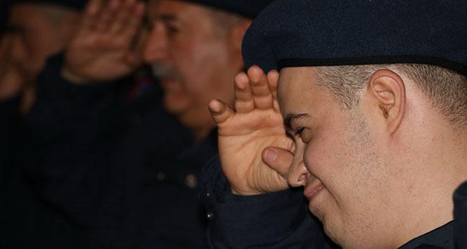 Oğluyla 1 gün askerlik yapabilmek için 25 yıl bekledi