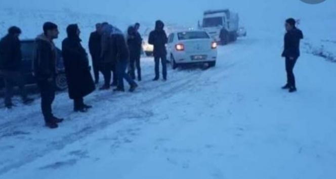 Şanlıurfa'da ulaşıma kar engeli