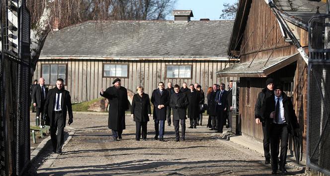 Merkel, Polonya'da toplama kampını ilk kez ziyaret etti
