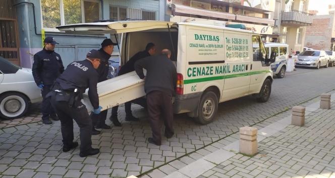 Yabancı uyruklu şahıs 2 arkadaşını yataklarında uyurken öldürdü
