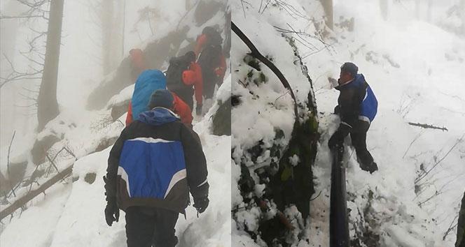 Kayıp dağcıların montunun bulunduğu bölge aranıyor