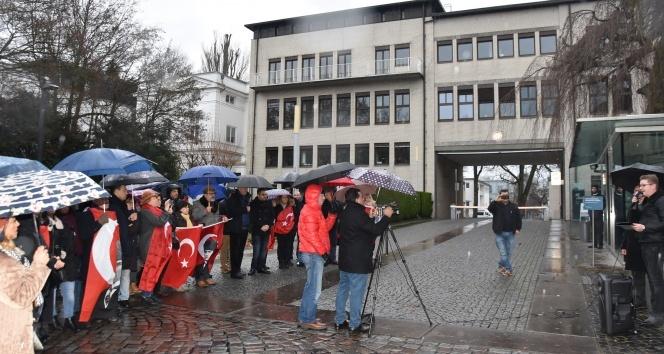 Alman kanalının skandal Atatürk yayını Hamburg'da protesto edildi