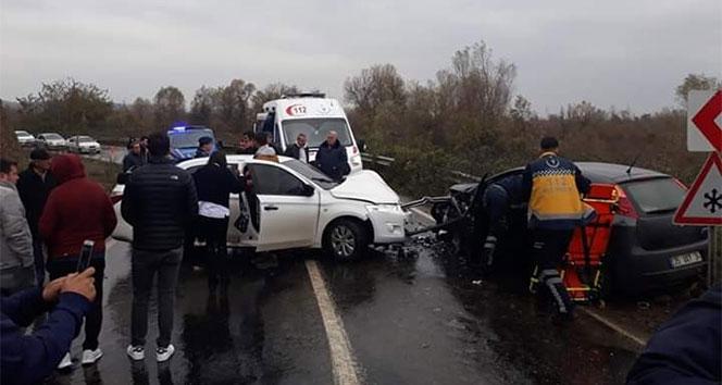 Kafa kafaya iki araç çarpıştı: 5 yaralı
