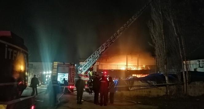 Kayseri'de patlayan elektrik trafosu yatak imalathanesini küle çevirdi