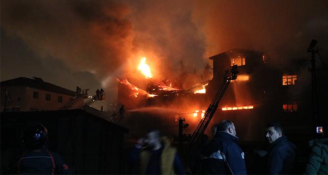 Mobilya atölyesindeki yangını söndürme çalışmaları sürüyor