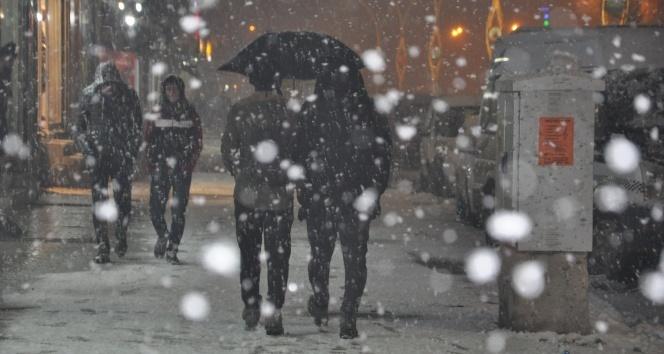 Yüksekova'da yoğun kar yağışı!