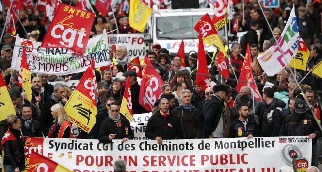 Fransa'da Noel kutlamaları için grevlere ara çağrısı