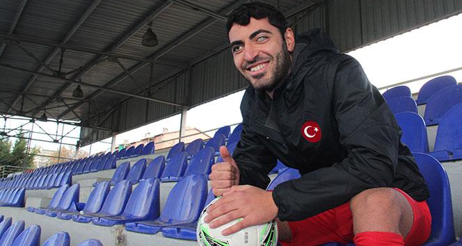 Yüzücü olmak isterken gözlerini kaybeden Mehmet Dinçer hayata futbolla tutundu