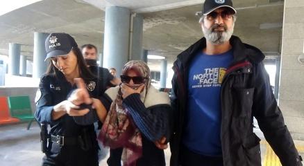 """Uçakta """"FETÖcüyüm ve uçağı patlatacağım"""" diye bağırarak olay çıkaran kadın tutuklandı"""