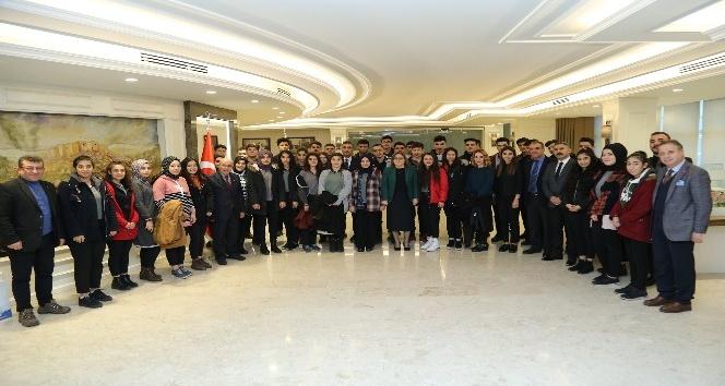 Başkan Şahin, öğrencilerle buluştu