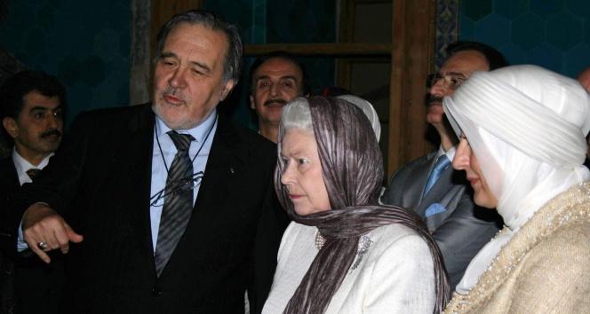 Ortaylı'nın, Kraliçe'nin Yeşil Cami ziyaretindeki Kur'an tilaveti eleştirisine Prof. Ay'dan cevap