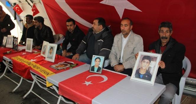 HDP önündeki ailelerin evlat nöbeti 135'inci gününde